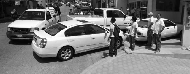 A las 8:30 del viernes 15 de mayo, cuando ya se dirigían al campo, a realizar sus labores cotidianas, fueron detenidos los ejidatarios de Jalcomulco: Adrián Hernández Navarro, Eladio Ruiz […]